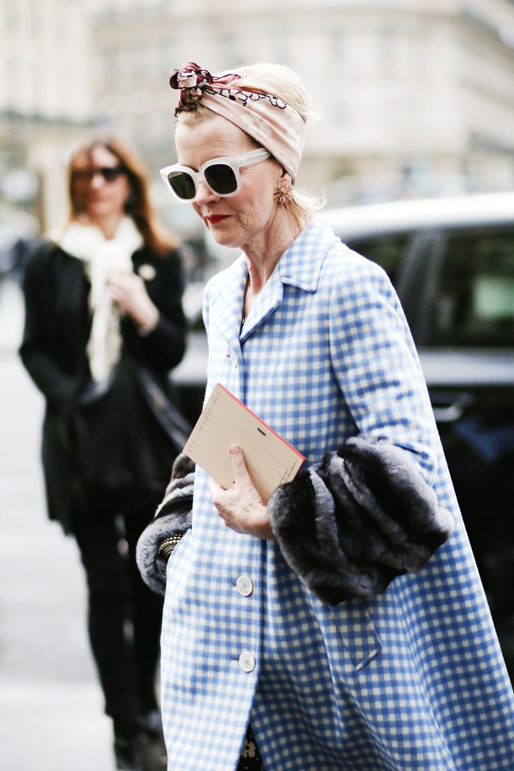 Cuadros Vichy:  Fabulosa a cualquier edad: ideal el abrigo de corte en A, con mangas de pelo, combinado con un pañuelo a modo de turbante (pfw - fw14).