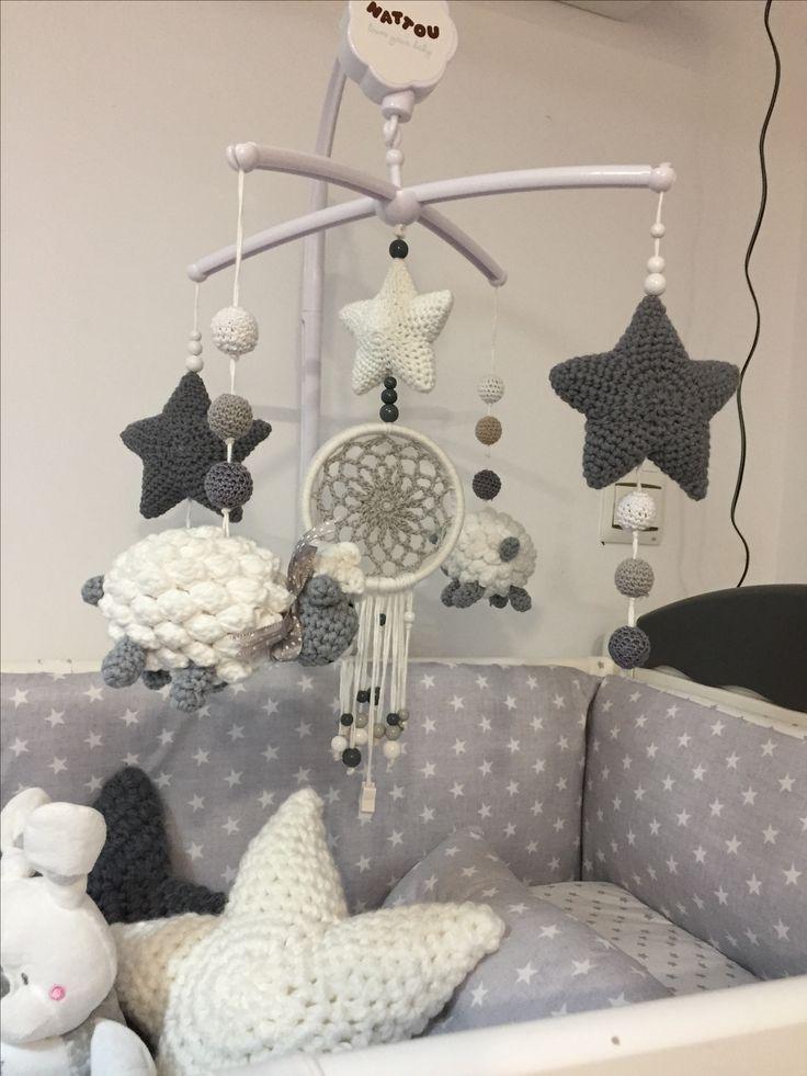 Movil cuna crochet ovejitas y estrellas Hugo