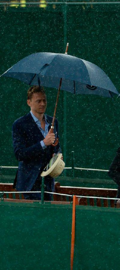 Tom Hiddleston at Wimbledon 2015. Full size: http://i.imgbox.com/G8u6xh0e.jpg. Source: Torrilla