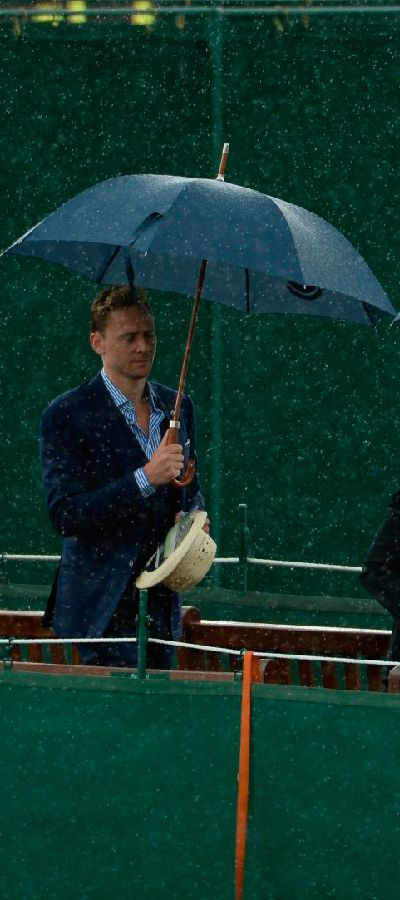 Tom Hiddleston at Wimbledon 2015. Full size: http://i.imgbox.com/G8u6xh0e.jpg. Source: Torrilla