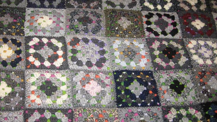 Coperta di lana in cromie grigie per letto 1 piazza