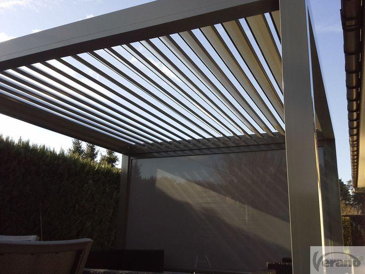 Lamellendak V860 Levanto Vrijstaande overkapping met een dak van kantelbare lamellen en geïntegreerde afwatering. Bovendien kan je tal van extra opties kiezen zoals : ritzscreens, glassystemen, ... #verano #sunprotection #patio #terrace #rotatingblades #comfort #Pergola #Levanto #roof #OutdoorLiving