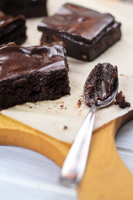 Healthy Sweet Potato Brownies by thehealthyfoodie: Very intense, smooth and chocolaty, sugar free and high in protein! #Sweet_Potato #Brownie #Healthy Made with date paste, spelt flour, etc!