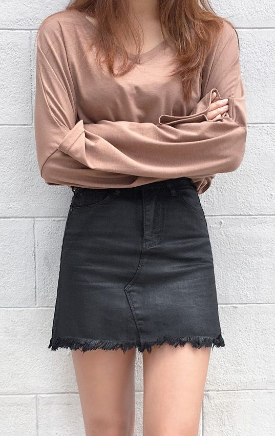 Take glamsual to the next level with this edgy frayed hem skirt!