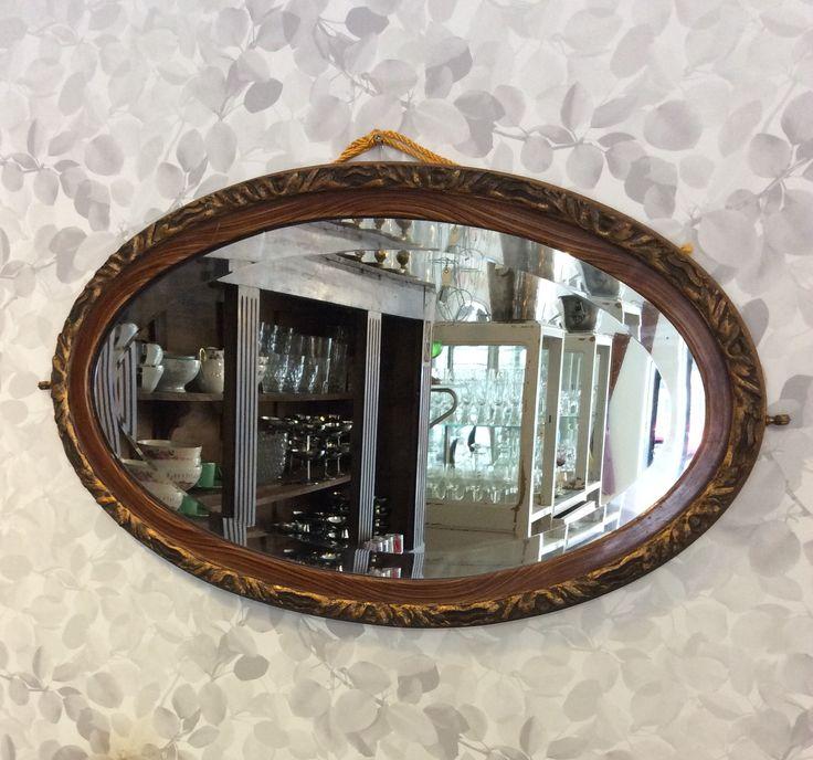 ovaali peili 1900 luvun alusta Ranskasta . puinen kehys . 67 x 40 cm . @kooPernu