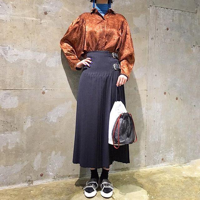 toga_xtc on Instagram pinned by myThings ハイビジョンでは毛穴が丸見えなので、ブラウン管でご覧あそばせ!  ドレープサテンシャツ シャツ各種入荷 skirt,bag,shoes/TOGA #toga_xtc