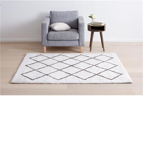Shaggy Rug - White Dimensions: 1.33m x 1.80m $49