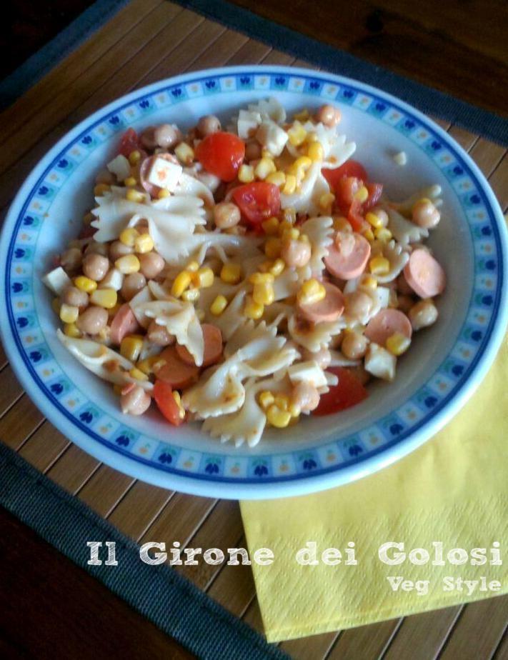 Insalata di pasta pomodorini mais e veg wurstel!