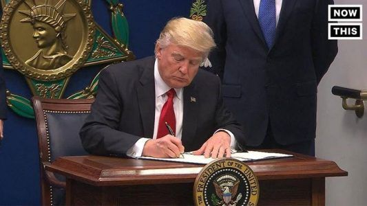 President Trump just signed an executive order banning refugees from Syria and other Musli #news #alternativenews
