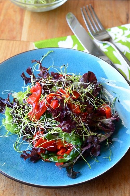 Saláta marinált sült paprikával