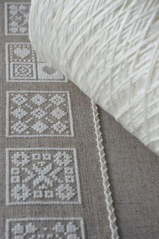 The white thread in the asphalt linen would look nice, especially with the bunny embroidery. Carres 1
