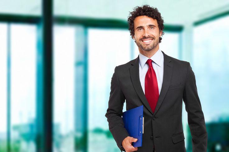 Vestito nero camicia bianca cravatta rossa