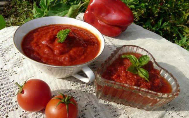 Cum se prepară adevărata pastă de roşii. Secretul celei mai bune reţete de bulion, fără conservanţi