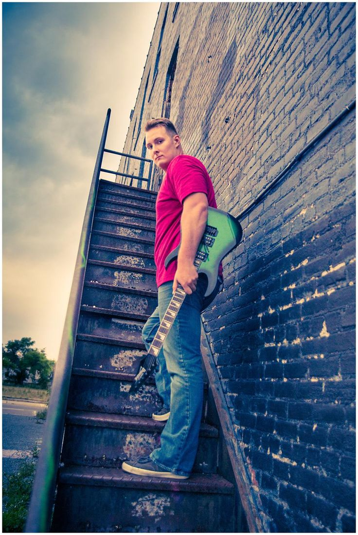 Senior poses with guitar, downtown Jacksonville senior pictures