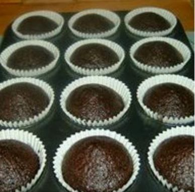 Νηστεύεις και ψάχνεις μια εύκολη και οικονομικήσυνταγή για γλυκό; Δες εδώ πως να φτιάξεις νηστίσιμο σοκολατένιο κέικ, χωρίς αυγά, γάλα και βούτυρο!