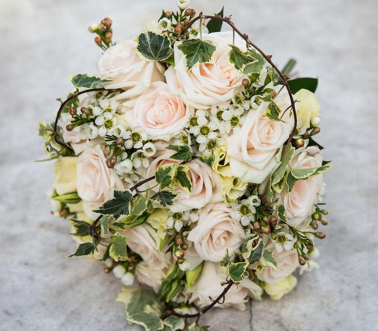 #summer wedding #bouquet #wedding photography #roses #weddingideas
