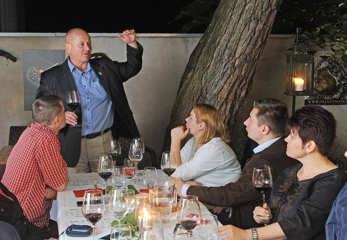 Cenna wiedza sommeliera wzbogaciła nas o nowe umiejętności np. parowania wina z jedzeniem.#mezzek #wine #event #wino #mezzekmoments