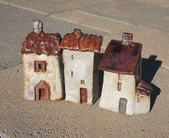 Set de 3, casas de cerámica pequeños, casa de barro miniatura, decoración para el hogar, colección escultura, ciudad de pueblito, regalo de inauguración de la casa, regalo de boda