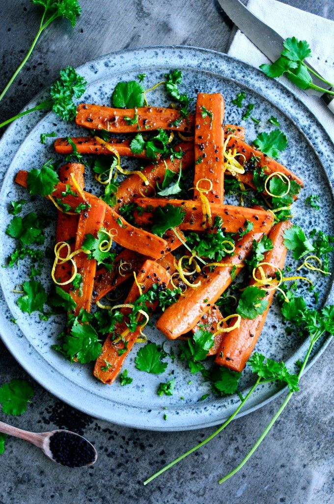 Sund og nem gulerodssalat opskrift, der er perfekt krydret. En gulerodssalat opskrift, der vil glæde dine gæster, da den har et helt særligt touch.
