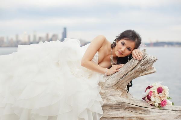 Wedding Photo Seattle Alki Beach By Binh Nguyen Photographer Lots Of Gorgeous Places To Take Photos