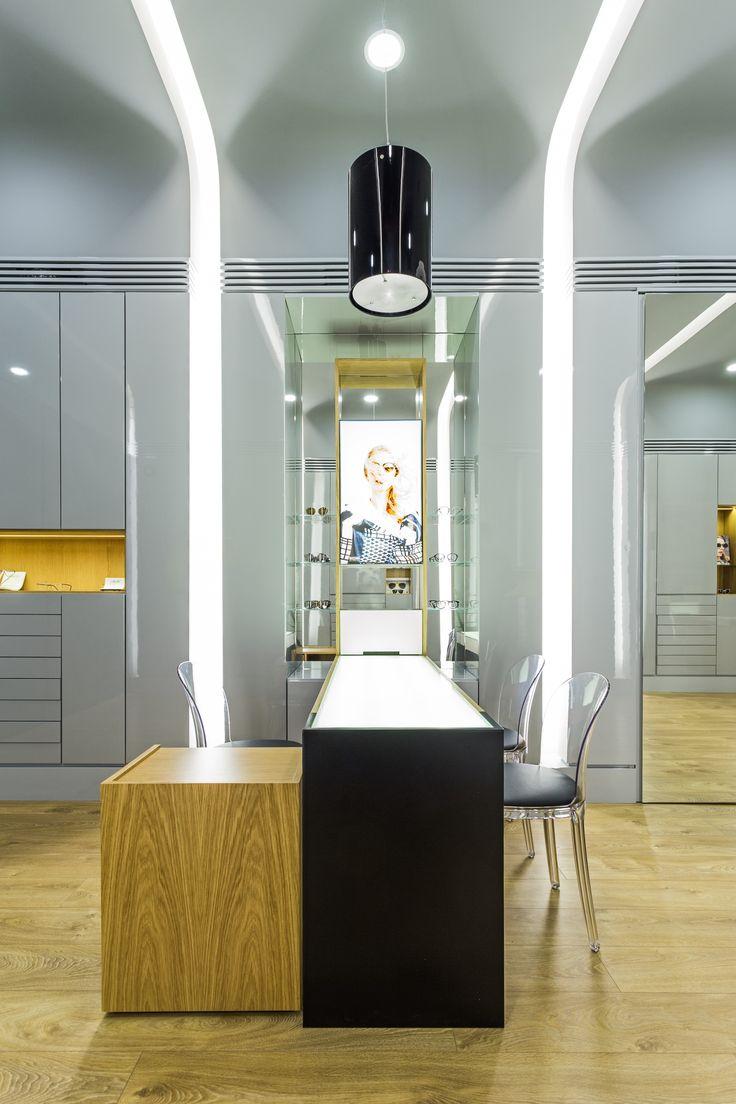 XYZ Arquitectos Associados - Óptica Médica Rogério - Matosinhos - Portugal - interior design - optical store - Thor pendant light Vistosi - Vanity chair Magis