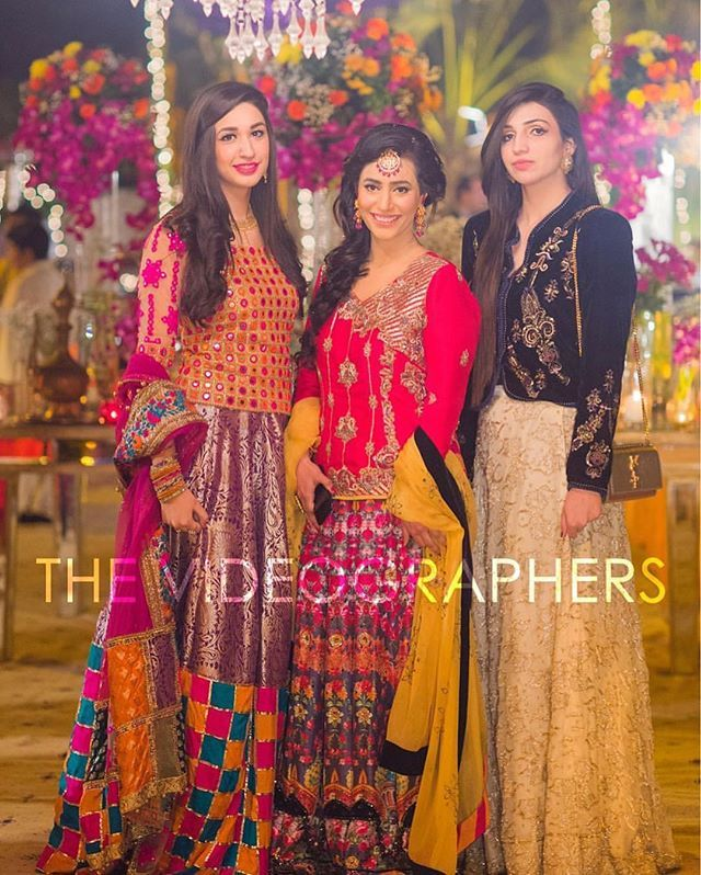Gorgeous besties at Wedding 😍💕 Those Outfits 😍💕 Click By : @the_videographers.  #pakistaniwedding#pakistanibride#pakistanifashion #pakistanibridal #pakistan  #india  #pakistanicouture #indianfashion#pakistanidress #indianbride #pakistaniweddings  #indianwear #pakistanistyle #indianwedding