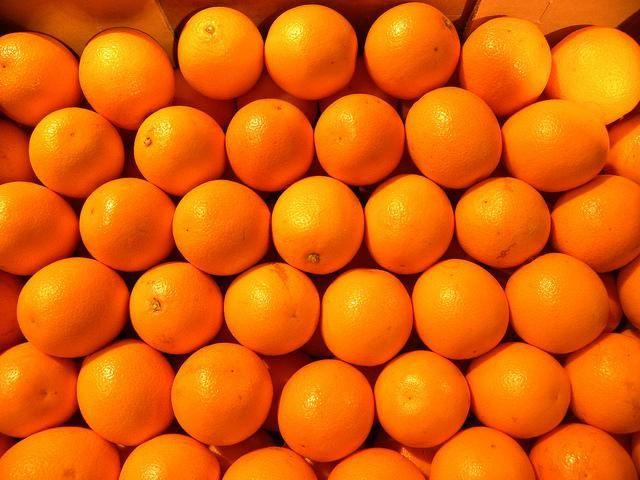 Addio alle aranciate senza arance. Storico successo dell'Italia: approvato in via definitiva l'articolo che innalza la percentuale minima di succo d'arancia nelle bibite dal 12 al 20%.