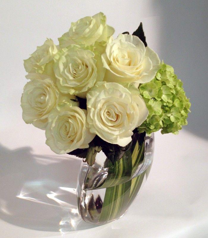 bouquet funeraire roses blanches fleuriste#florist #pourquoipasfleurs white roses
