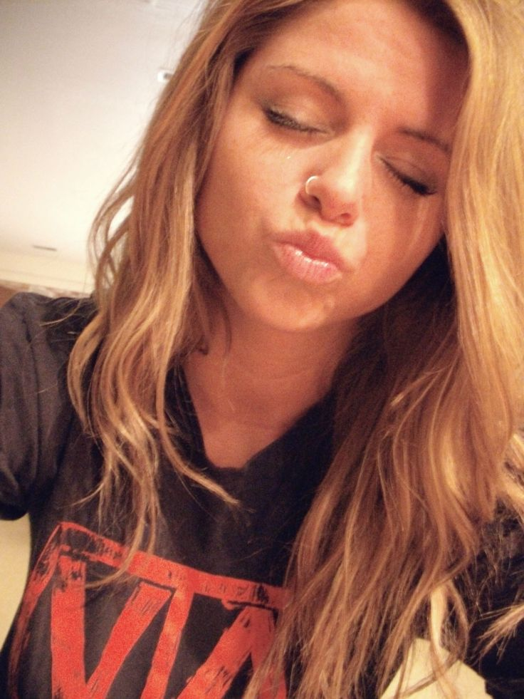 I like the placement of this nose piercing(: not to far forward/backward.