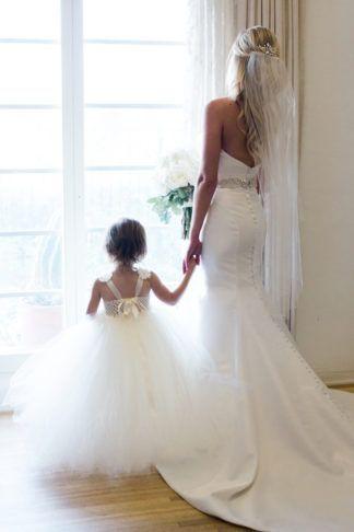 Beautiful bride and flower girl photo idea on @confettiddreams here: http://www.confettidaydreams.com/casa-romantica-wedding/ Images: Heather Anderson Photography
