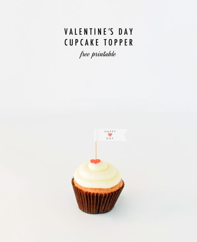 What a sweet Valentine's Day cupcake topper. So easy to make and a thoughtful gift for a friend, co-worker or neighbor. #Avery