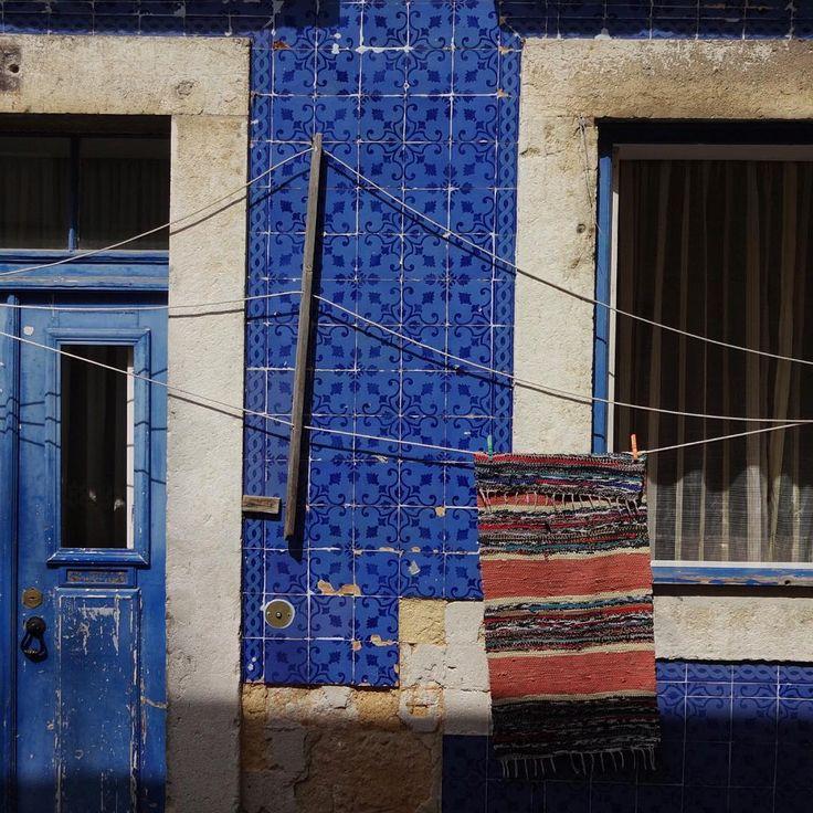 #azulejo #azulejos #tile #tiles #glazedtiles #design #pattern #patterns #urban #art #urbanart #city #portuguesetiles #azulejospadrao #amantedelosazulejos #azulejosdeportugal #azulejocollector #portugal_em_fotos #portugal_lovers #wanderlust #igersportugal #travel #lisboa #portugal #streetphotography #urbex #gerador #architecture #p3top #vintage
