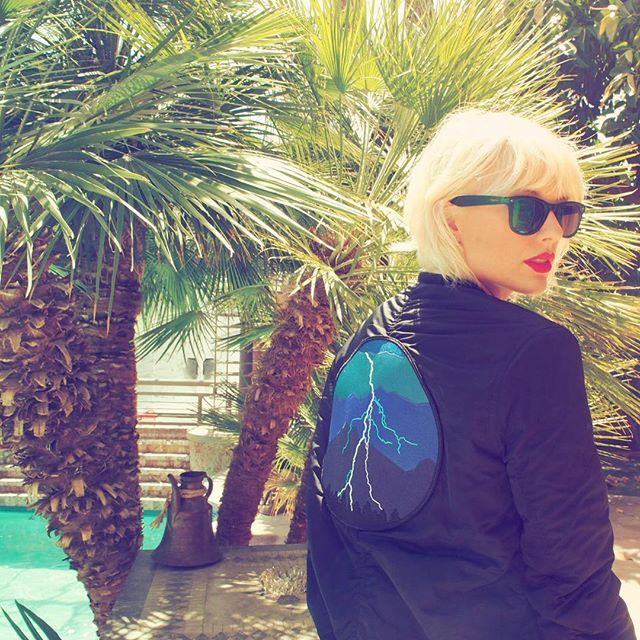 Pin for Later: Taylor Swift Definitely Has Stars in Her Eyes While Staring at Boyfriend Calvin Harris at Coachella