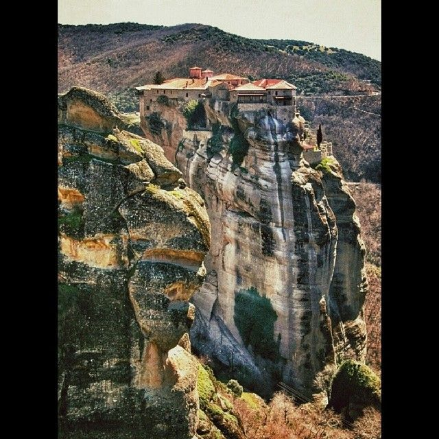 Iconic #Meteora in #Thessalia!  Photo credits @filiokat