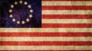 Image copyright                  Thinkstock Image caption                                      Algunos consideran que la primera bandera estadounidense puede ser ofensiva.                                Otra vez la bandera de Estados Unidos se ve envuelta en una polémica.  Un supervisor de una escuela pública de Michigan (noreste de EE.UU.) envió una carta a su comunidad criticando el hecho de que estudiantes ondearon la bandera histórica