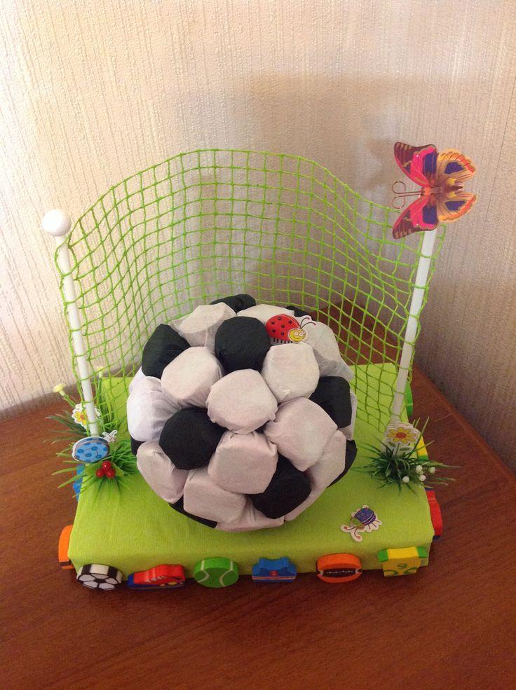 """Сладкий подарок из конфет"""" футбольный мяч"""". Подарок для мальчика."""