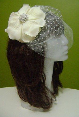 Büyük Kırık Beyaz Çiçekli, Ekru Puantiyeli Tüllü Nikah Şapkası | Hepsi Ev Yapımı