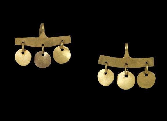 Pair of Earrings with Flat Bar and Three Suspended Discs, Panamanian, gold, circa 800-1521 (Pre-Early Conquest)