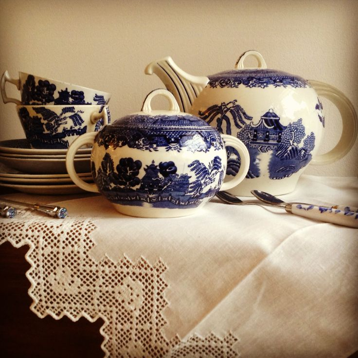 Piezas Willow para servir té - Té, Chocolate y Café - Scoseria 2581 - Montevideo