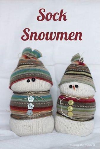 Sock Snowmen #diy #christmasdecor http://livedan330.com/2014/12/17/sock-snowmen/