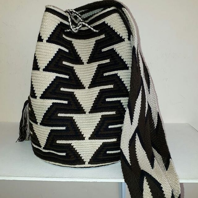 Mochilas Wayuu especiales. Ag.15.15. #blancandwhitecollective #blackandwhite #blancoynegro #handmade #chile #chinabags #israel #méxico #likesforlikes #likeforfollow #likeforlike #like4like #beauty