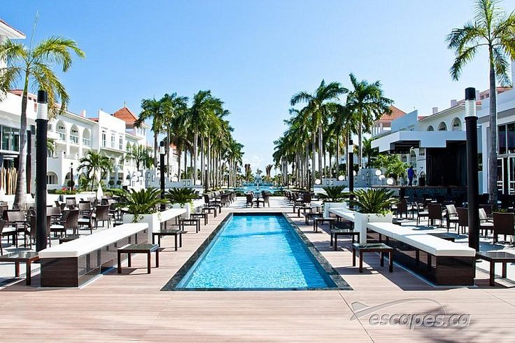 Hotel Riu Palace Riviera Maya On the Caribbean Sea, this modest, all-inclusive resort hotel is 3.1 km from the Riviera Art Gallery and 11 km from Xplor Park adventure park.