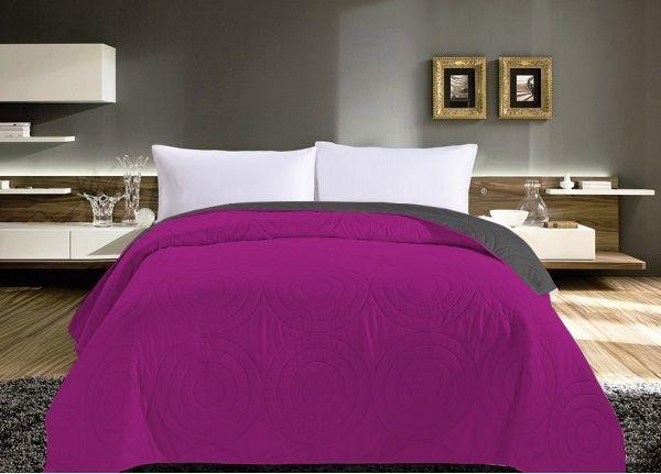 Oboustranný prošívaný přehoz na postel růžové barvy