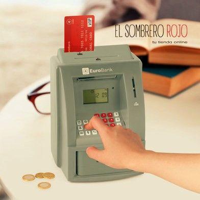 - Funciona con tarjeta (incluida) y PIN para sacar dinero. - Puedes programar tus objetivos de ahorro. - A los niños les encanta! - Incluye la función de reloj-alarma y calculadora.