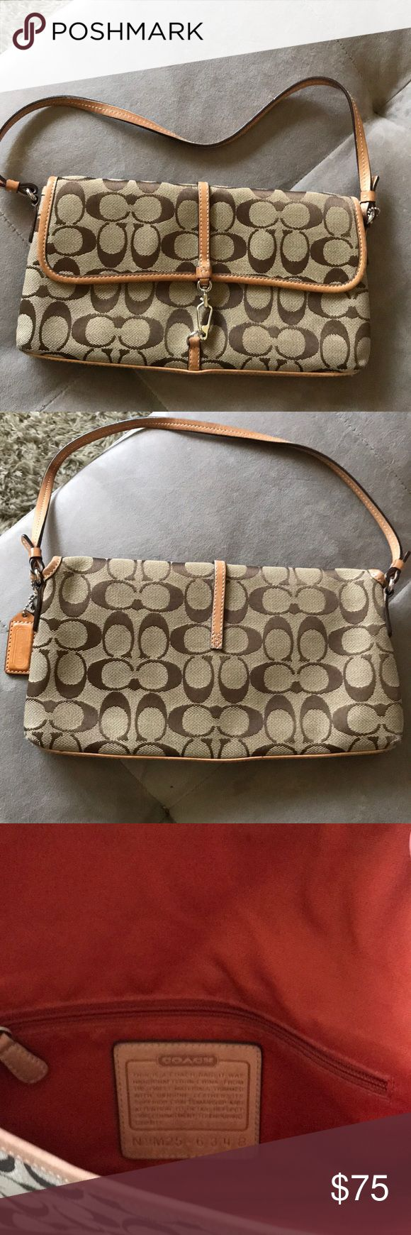 Coach Clutch signature style Cute Coach clutch in EUC, pristine condition! Coach Bags Mini Bags