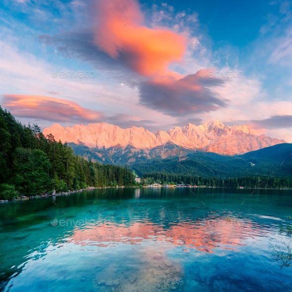 Fantastic Sundown On Mountain Lake Eibsee Mountain Lake Lake Landscape Mountains