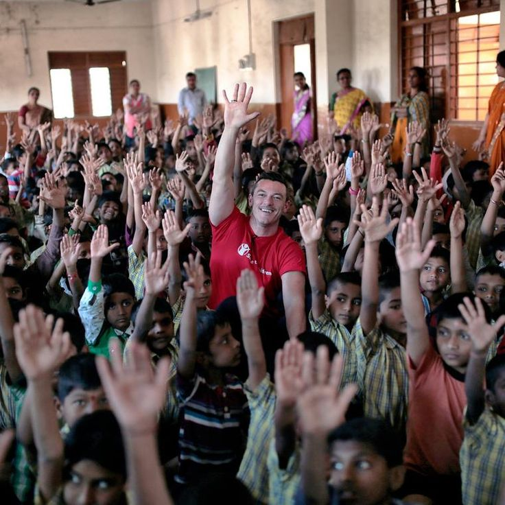 Luke Evans, who starred in The Hobbit and Girl on the Train, is a Bulgari ambassador. In November 2016 he visited India to help raise awareness of Save the Children's work in association with the Italian jeweller. Discover how Bulgari is helping to save lives with jewellery that is giving back to charity: http://www.thejewelleryeditor.com/jewellery/article/bulgari-save-the-children-charity-jewellery/ #jewelry