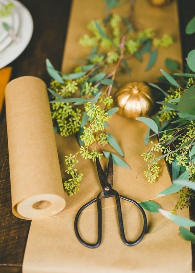 Set a beautiful Thanksgiving table on a budget. Use these tips.