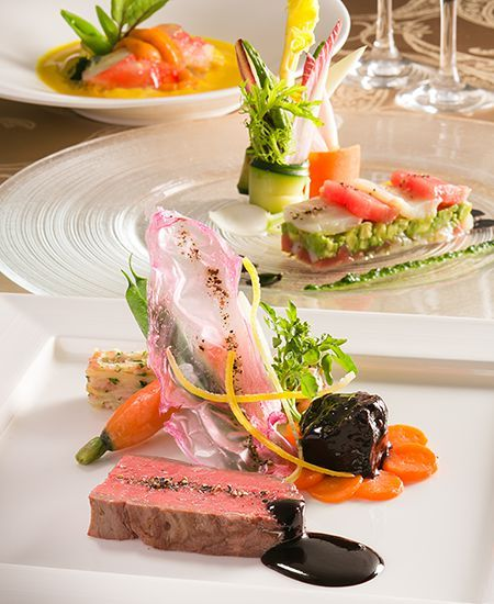オリエンタルホテル 東京ベイのウエディングのお料理は、フランス料理・和食・和洋折衷と、お選びいただけます。選びぬかれた素材の美味しさで、こころ温まる饗宴をご堪能いただけます。 Oriental Hotel Tokyo Bay
