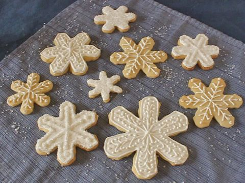 How to Make Royal Icing for Decorating Cakes, Cookies, and More